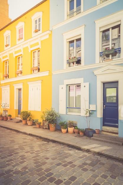 パリのカラフルな家 Premium写真