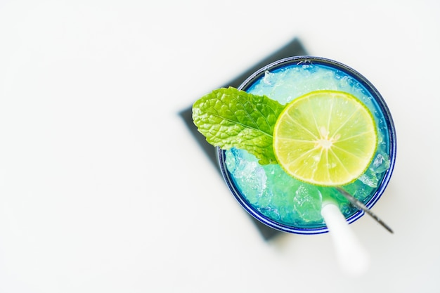 Colorful lemon mocktail Free Photo