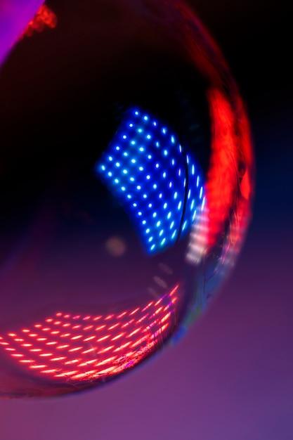 Красочные огни, отражающие мыльный пузырь абстракция Premium Фотографии