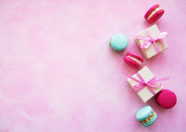 Colorful macaroons and gift boxes Premium Photo