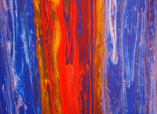 キャンバスに流れるカラフルな油絵の具 Premium写真