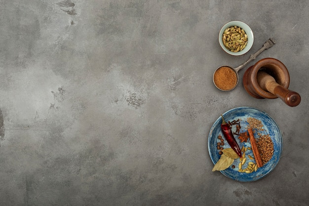 Colorful specials on the table. indian garam masala powder and it's ingredients colourful spicespe Premium Photo