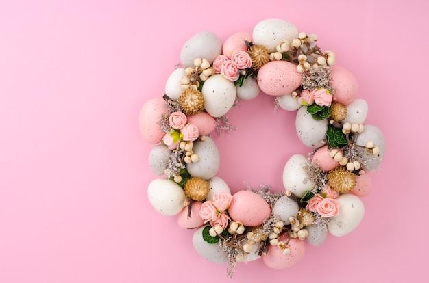 Colorfull beautiful festive easter wreath.  photo Premium Photo