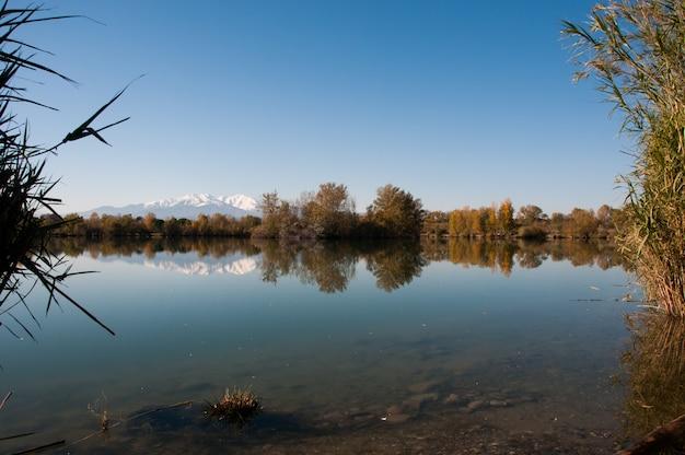 Colour countryside canigou blue country colors Premium Photo
