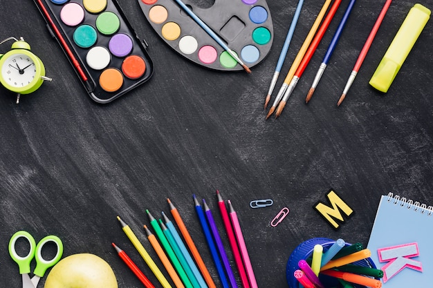 Colourful stationery for painting on dark background Free Photo