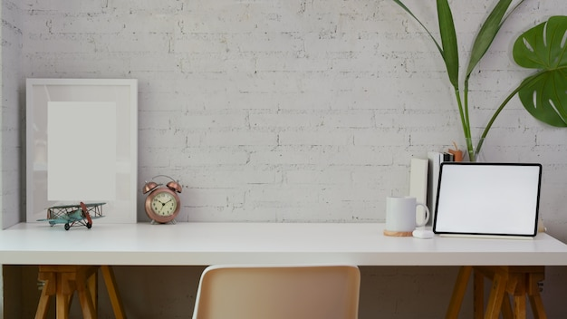 Comfortable home office with copy space Premium Photo