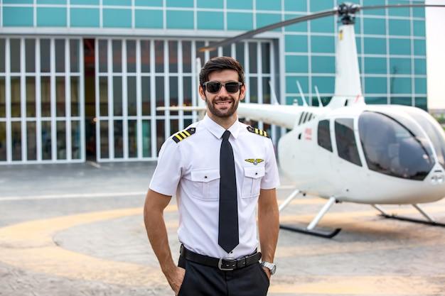 Коммерческий частный вертолетчик Premium Фотографии
