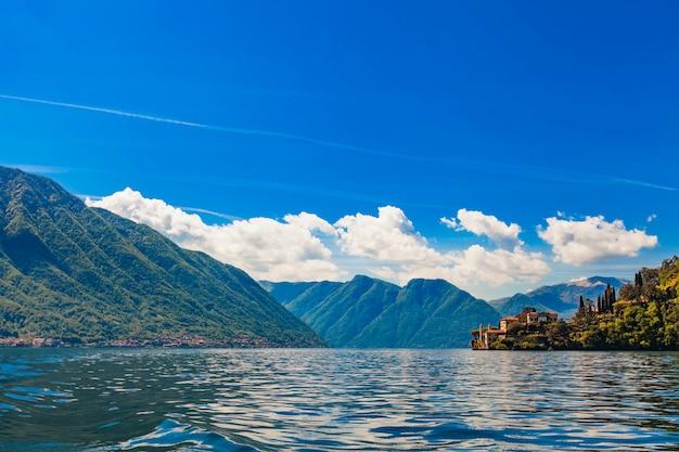 Озеро комо (лаго ди комо), италия Premium Фотографии