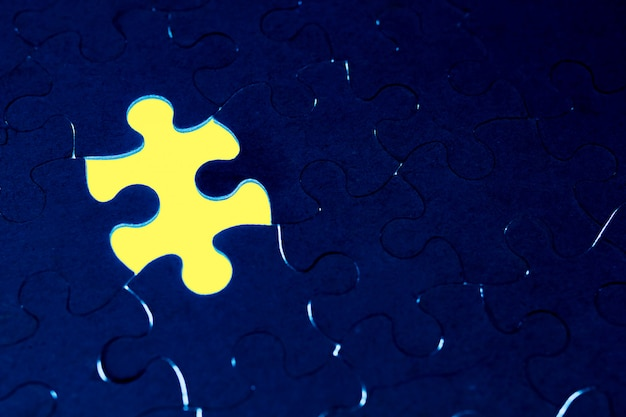 Completion of the absence of the concept of a puzzle Premium Photo