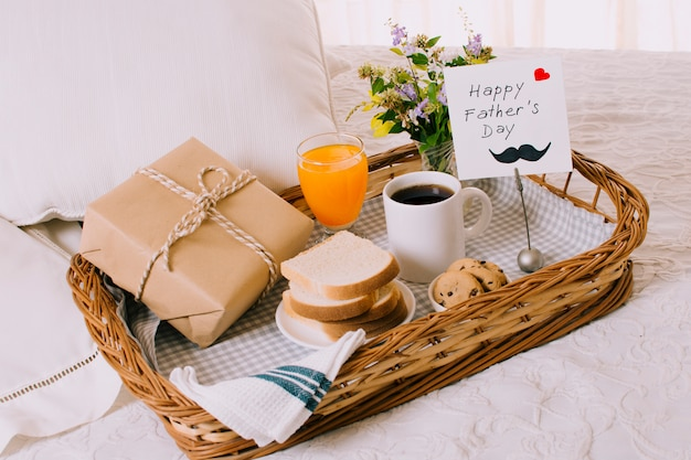 Composition of breakfast objects for fathers day Free Photo
