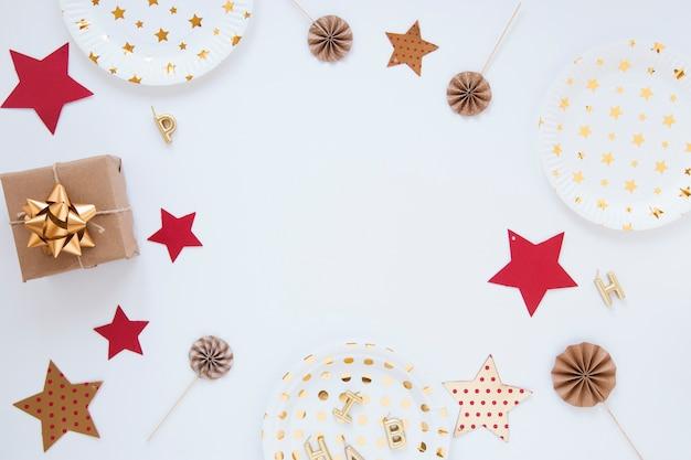 Composizione di diversi oggetti di compleanno Foto Gratuite
