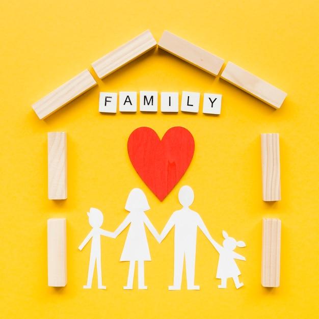 黄色の背景に家族の概念のための構成 無料写真