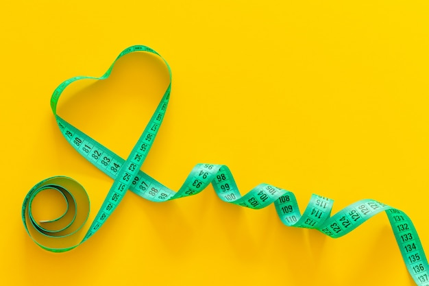 Composition of the heart of the measuring tape Premium Photo