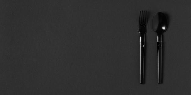 コピースペースを持つ黒い食器の構成 無料写真
