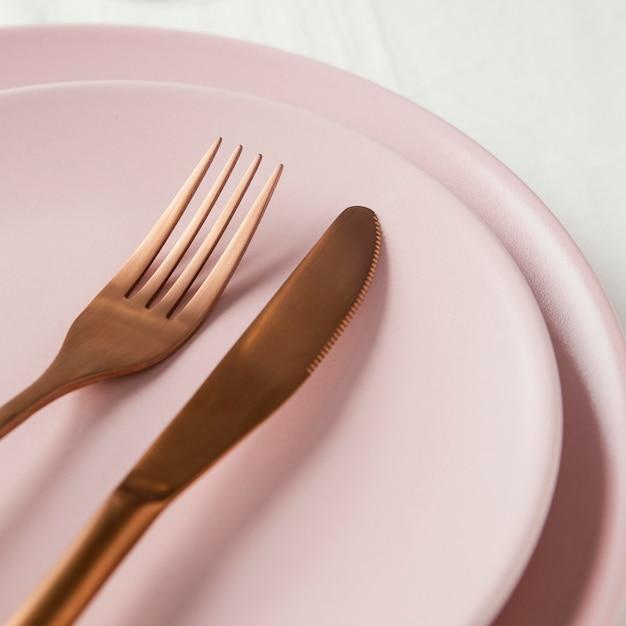 테이블에 우아한 식기의 구성 무료 사진