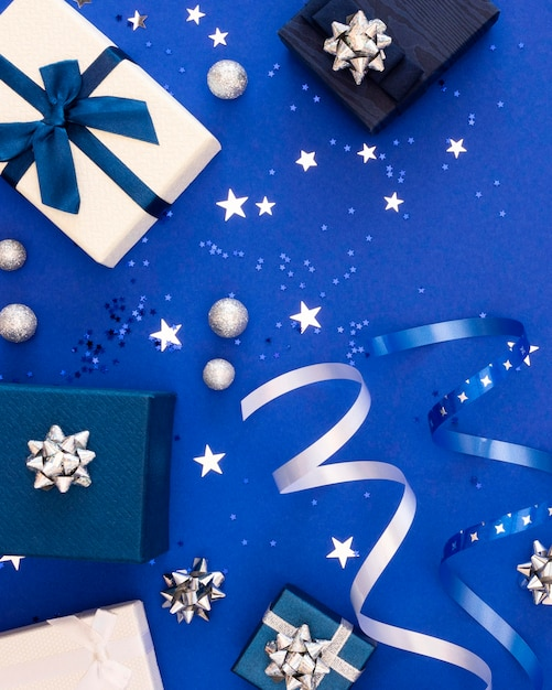 Композиция из праздничных подарков в упаковке Бесплатные Фотографии