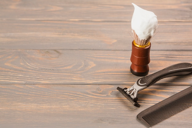 Composition of shaving objects with copyspace Free Photo