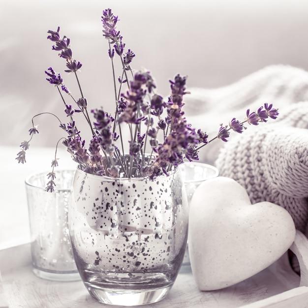 유리에 라벤더와 구성 무료 사진