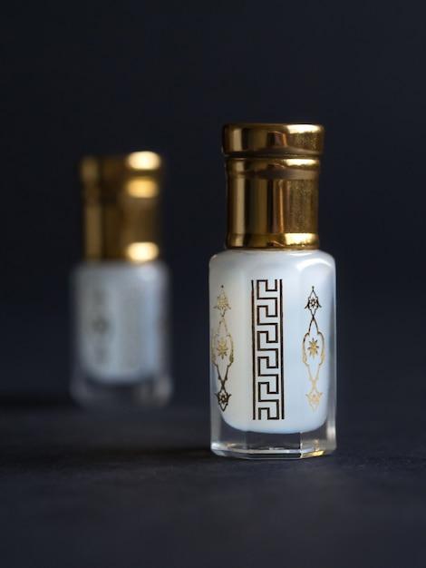 ミニボトルに濃縮香水。 Premium写真