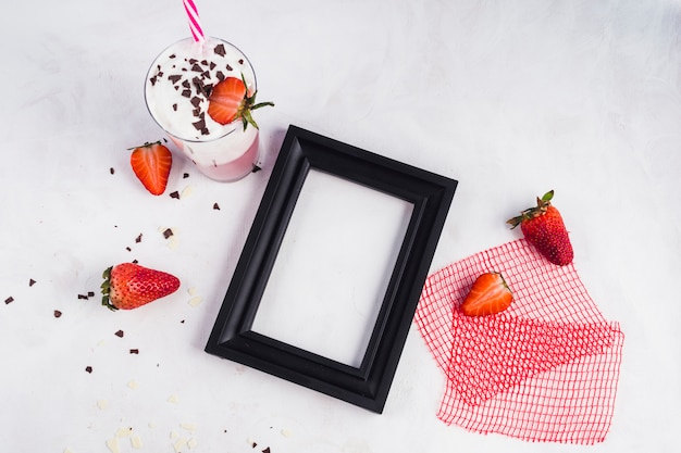 Concept of delicious strawberry smoothie Free Photo