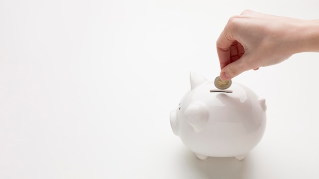 Концепция экономики с копилкой и деньгами Бесплатные Фотографии