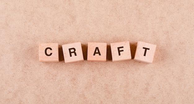 Concettuale del mestiere con blocchi di legno con parole laici. Foto Gratuite