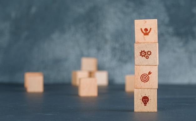 아이콘으로 나무 블록 열 사업의 개념. 무료 사진