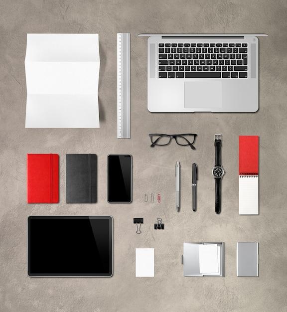 具体的なオフィスデスクブランディング文房具。上面図 Premium写真