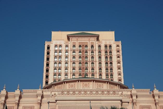 遊歩道の会議宮殿ジェッダサウジアラビア Premium写真