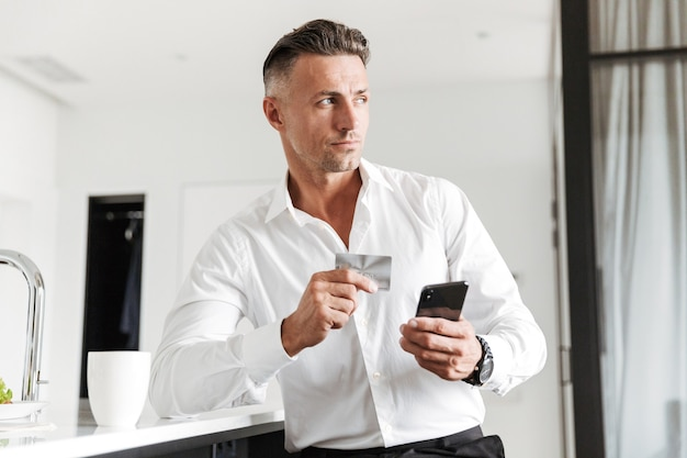Confident man dressed in formal clothes Premium Photo