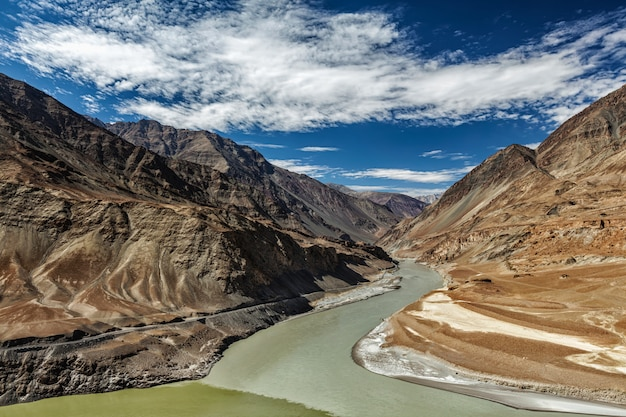 Confluence of indus and zanskar rivers, ladakh Premium Photo