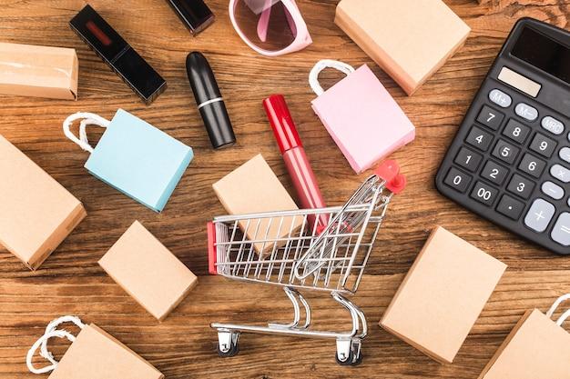 I consumatori utilizzano il concetto di acquisto di internet Foto Gratuite