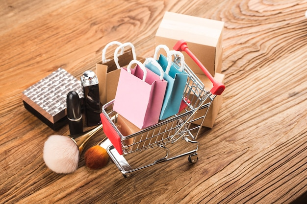 Consumers use internet shopping concept Free Photo