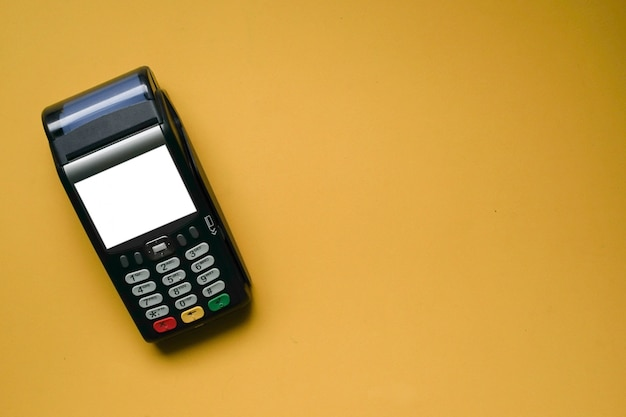 Contactless payment machine with blank screen Premium Photo
