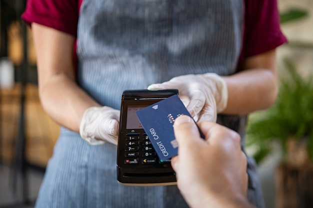 Contactless payment with credit card Premium Photo