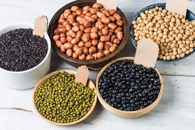 Containers with different legumes Free Photo