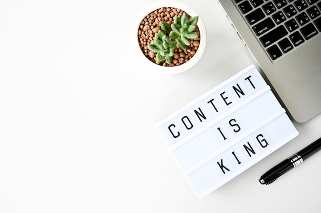 Content is king business  flat lay, minimal style Premium Photo