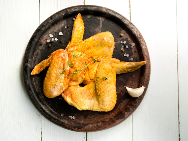 Cooked chicken wings with herbs Free Photo