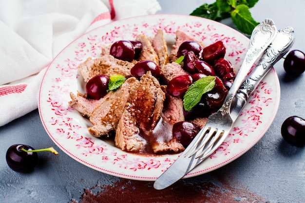 Cooked duck breast fillet Premium Photo