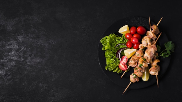 Cooked meat and veggies kebab copy space Premium Photo