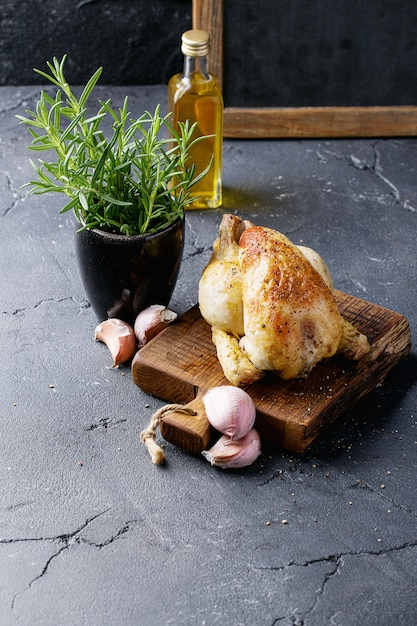 Cooked whole chicken Premium Photo