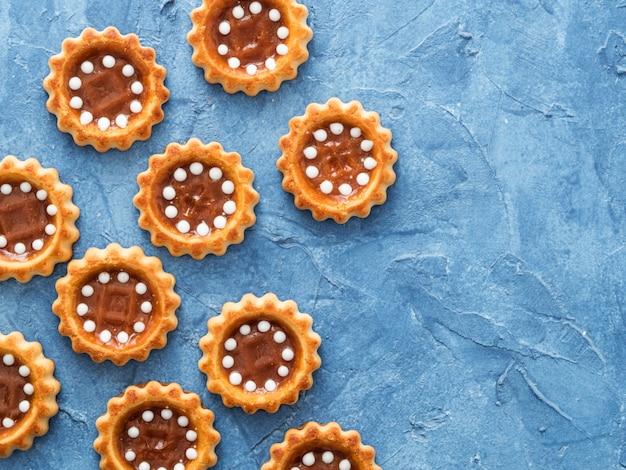 Cookies with caramel top view copyspace Premium Photo