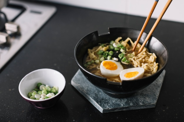 Cooking asian noodles Free Photo
