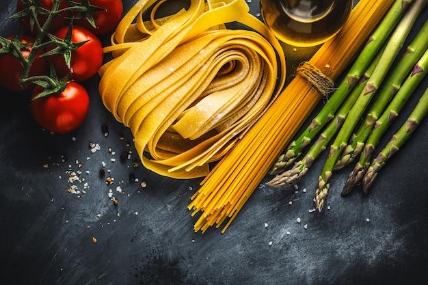 Concetto Di Cucina Con Ingredienti Per Cucinare Foto Gratis