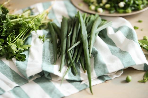 料理。テーブルの上の新鮮な野菜 無料写真