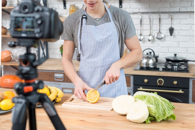 Cooking vlogger Free Photo