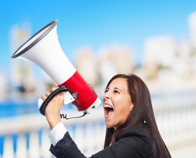 メガホンを持つクールなビジネス女性 無料写真