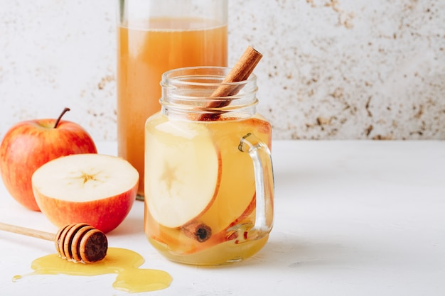 Cool, healthy drink with apple cider vinegar, honey, apples and cinnamon Premium Photo