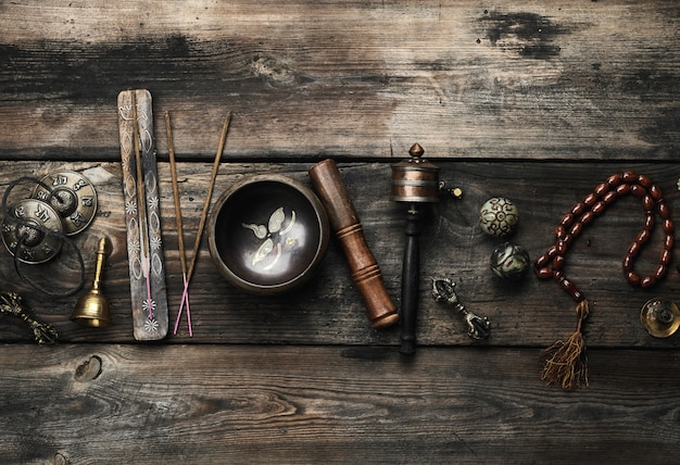 Copper singing bowl, prayer beads, prayer drum and other tibetan religious objects Premium Photo
