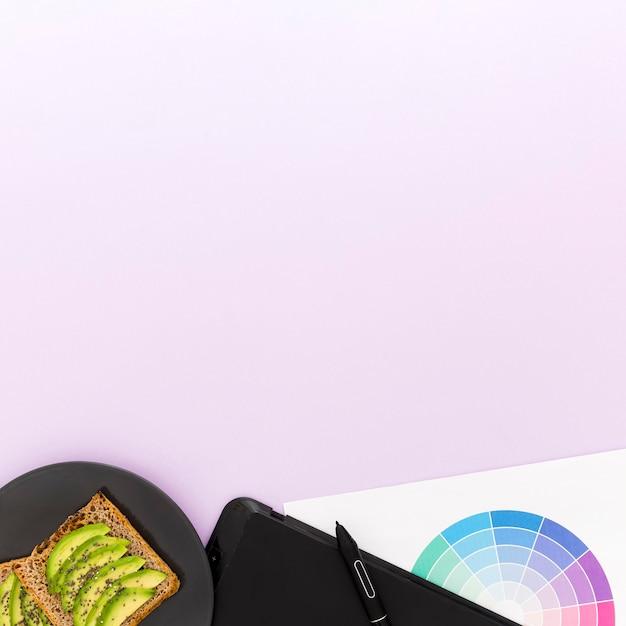 Copy-space авокадо на завтрак Бесплатные Фотографии